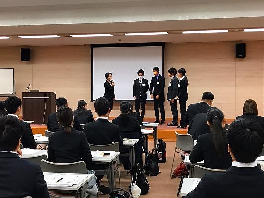 奈良商工会議所主催で行った3日間の新入社員教育講座。 最終日には、3日間のまとめとしてグループでロールプレイを行います。